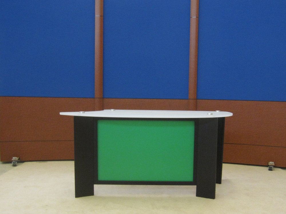Desk w Frsoted acrylic top #5 chroma panel Blue burled RPs.JPG