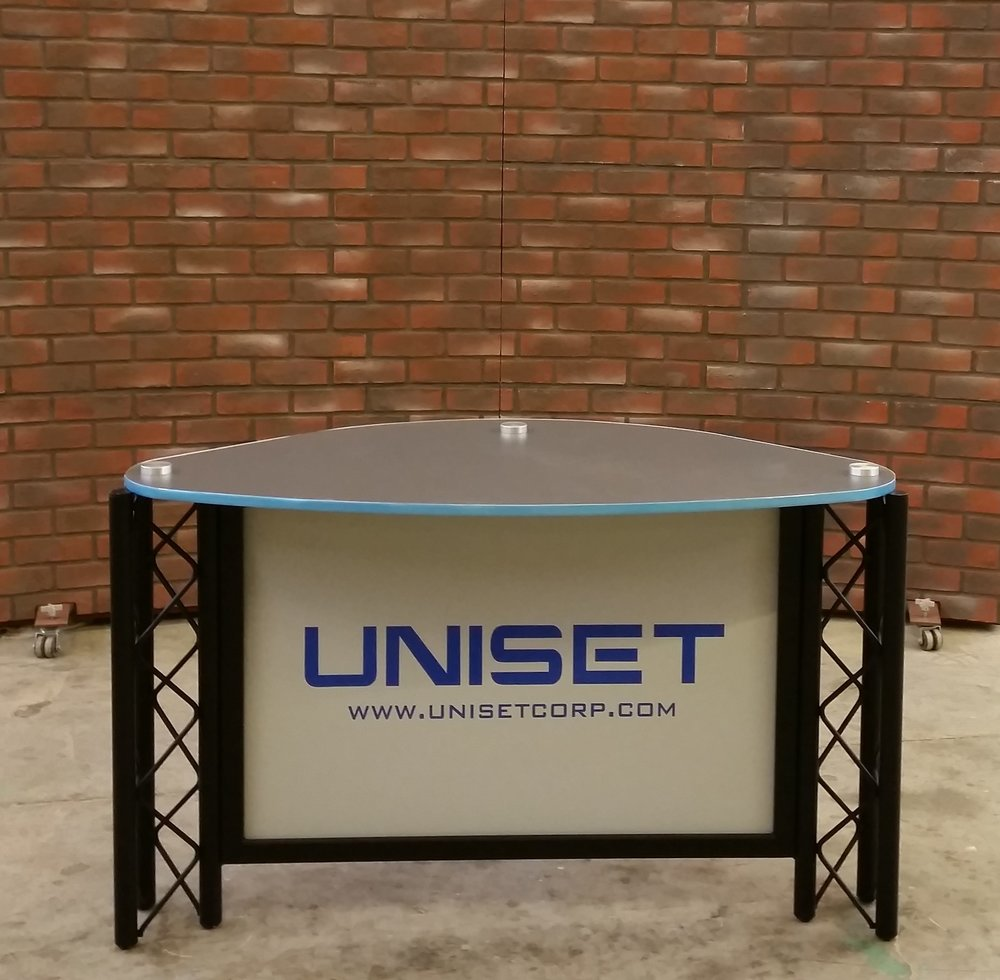 Desk w solid #1 top w UNISET panel and faux brick RPs.jpg