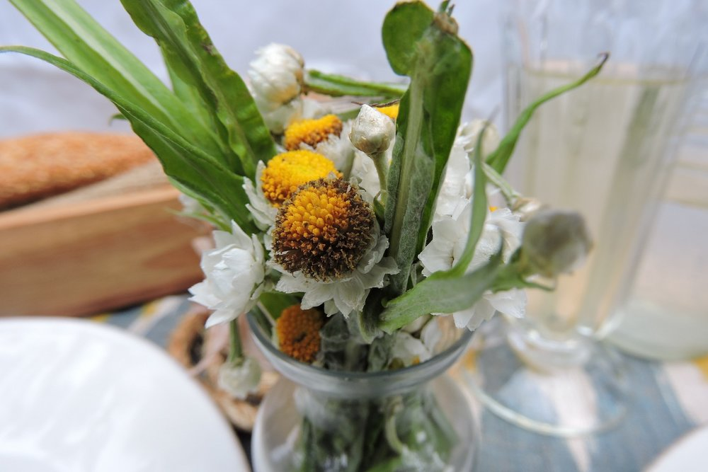 tablescape_flowers_bud_vase.jpg