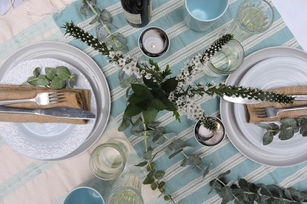 tablescape_blue_white_linen.JPG