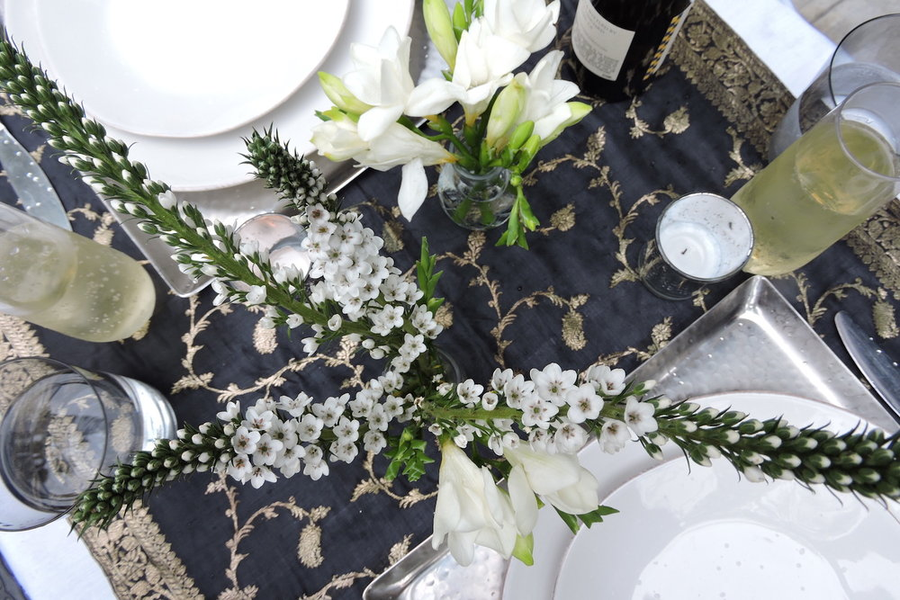 tablescape_black_gold_linen.JPG