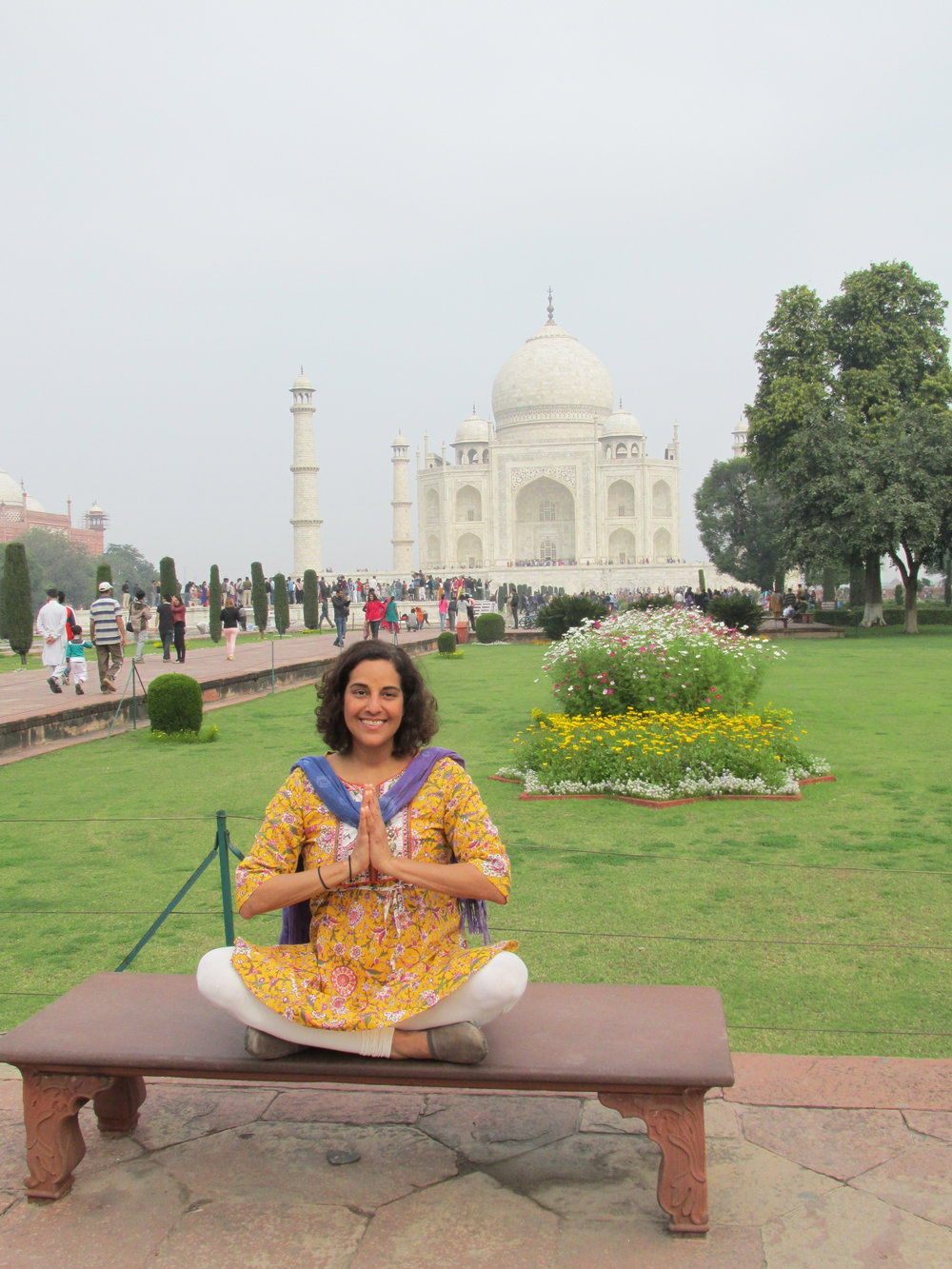 Lisa Amani in India at The Taj Mahal