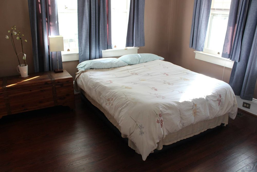 This is the room available. That is an air-matress currently set up in the room.