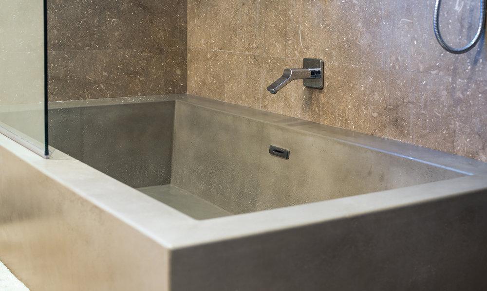 Monolith Tub