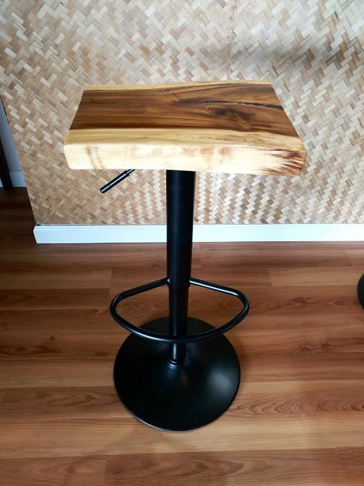 black_stool.jpg