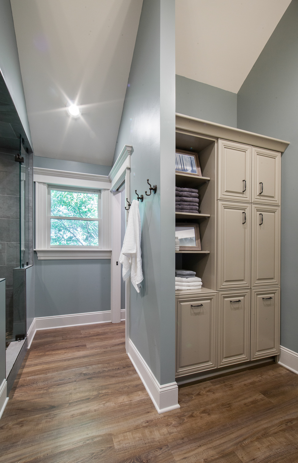 We incorporated this new linen cabinet and matched the door style to the existing vanities.