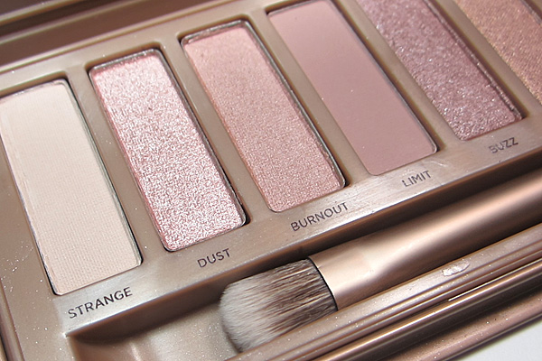 Urban Decay Naked3 Palette Photos & Review.