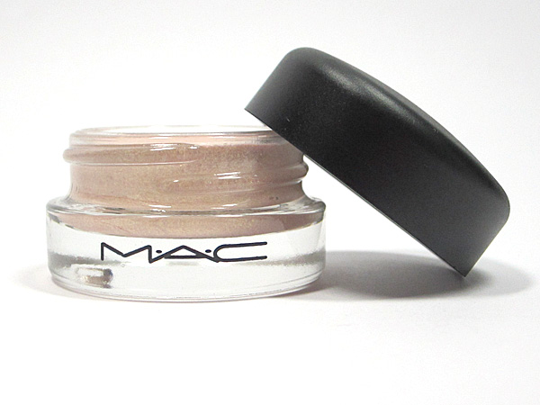 M∙A∙C Pro Longwear Paint Pot Chilled On Ice