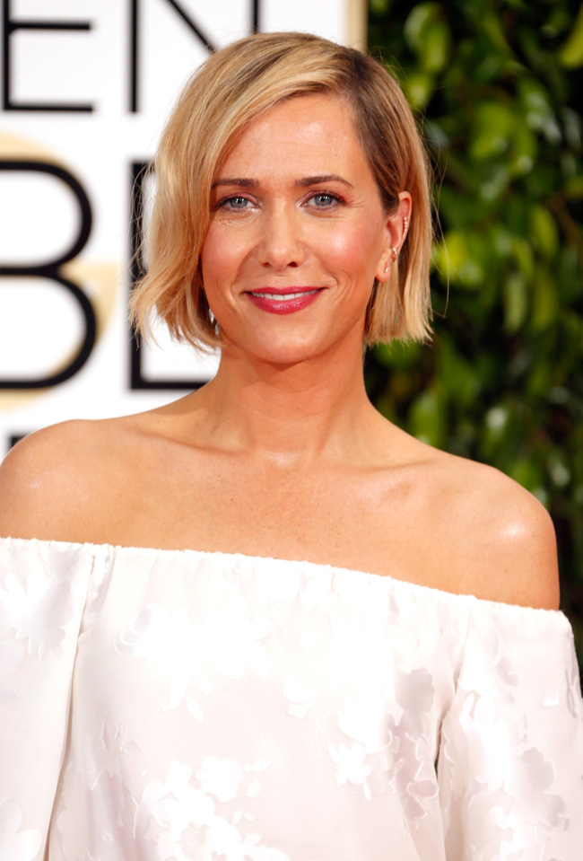 Kristen Wiig at the 2015 Golden Globes - Click through the get the hair + makeup breakdown and get her look