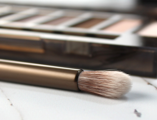 Urban Decay Naked Smoky Crease Brush