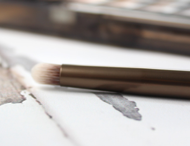 Urban Decay Naked Smoky Smudger Brush