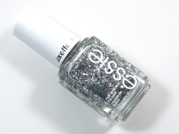 The perfect accent nail nail polish: essie luxeffects set in stones.