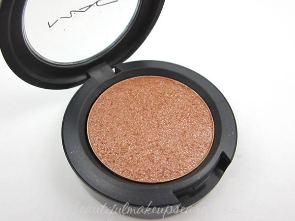 MAC Pressed Pigment Spot Lit