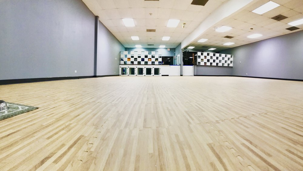 Rent out our 2,000 sq. ft. indoor training space by the hour! - Great for exclusive puppy parties, special request workshops, or a private space to work with your pet.Trainers looking for a commercial space to utilize without committing to a lease may also rent our space for private and group sessions.