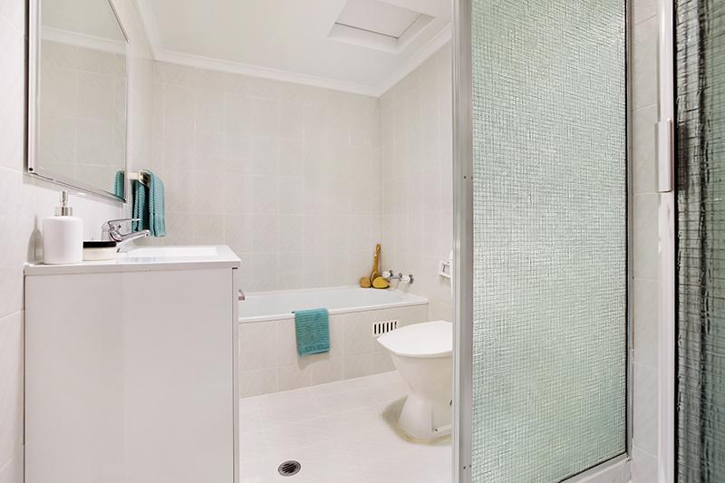 Fielding-St-4-3-5-Collaroy-Bathroom-Low.jpg