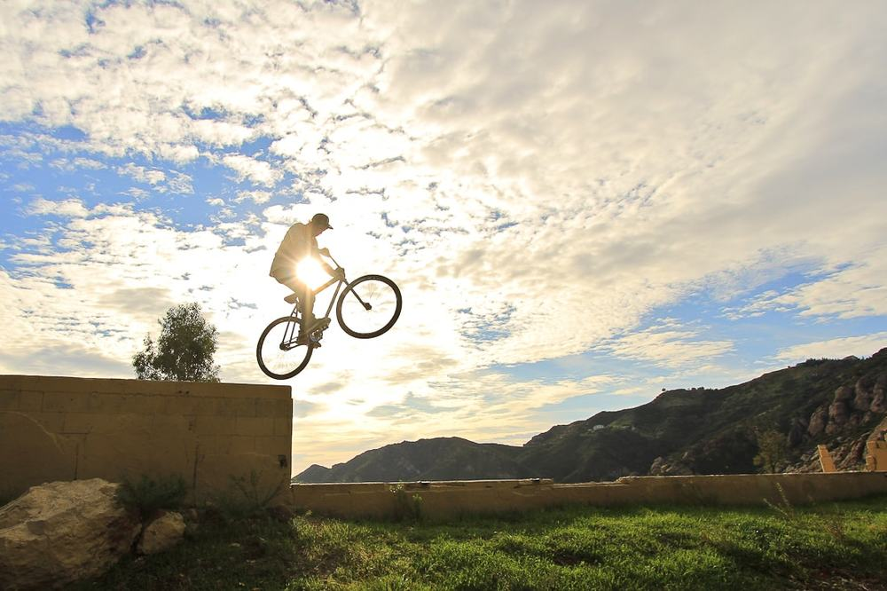 michael chacon jumping wall with fixed gear bike