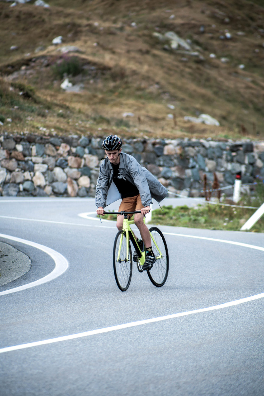 unsettle-co-lifestyle-blog-cyclist-interview-videographer-tito-capovilla-fixed-gear-skidding