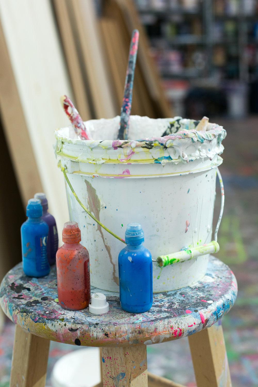 unsettle-co-lifestyle-blog-artist-interview-Alex-Brewer-HENSE-paint-bucket