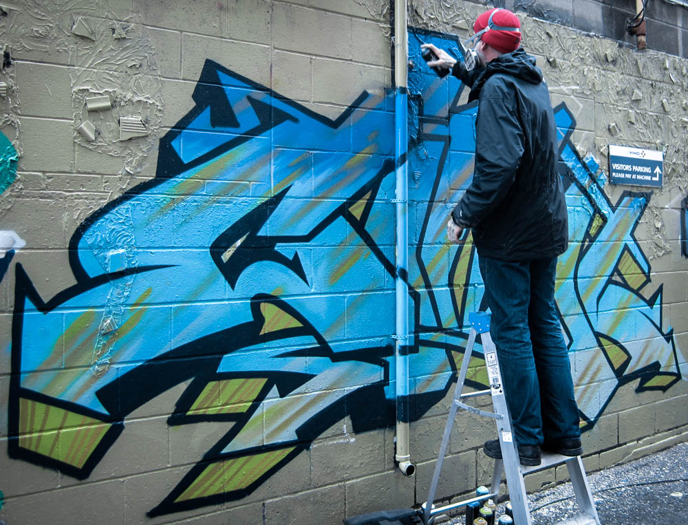unsettle-co-lifestyle-blog-artist-interview-artist-OG-mike-giant-grafitti-mural-in-progress
