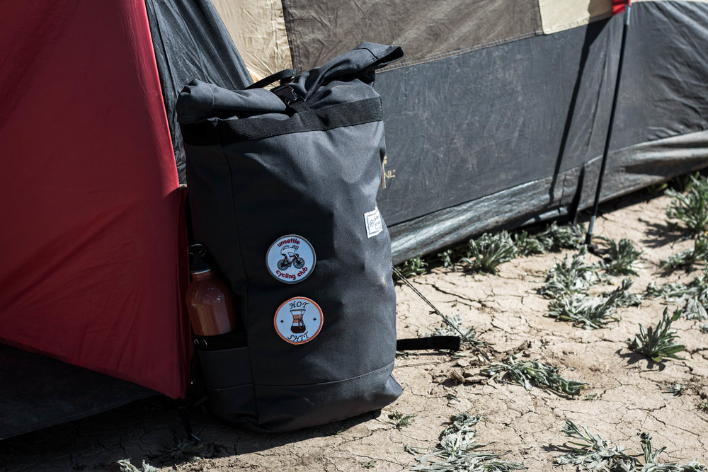 unsettle-co-lifestyle-blog-spaces-joshua-tree-national-park-camping-slate-gray-commuter-rolltop-backpack