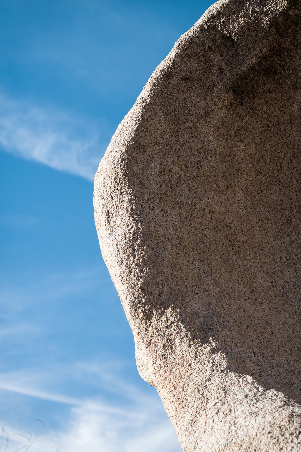 unsettle-co-lifestyle-blog-spaces-joshua-tree-national-park-rock-and-sky