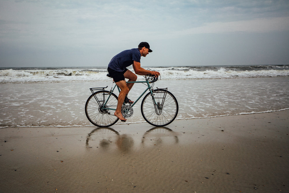 urban-cycling-blog-unsettle&co-interview-with-photographer-brian-vernor-biking-beach