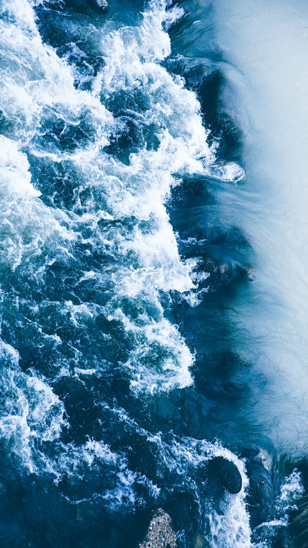 ocean-waves-shot-by-aly-mananquil