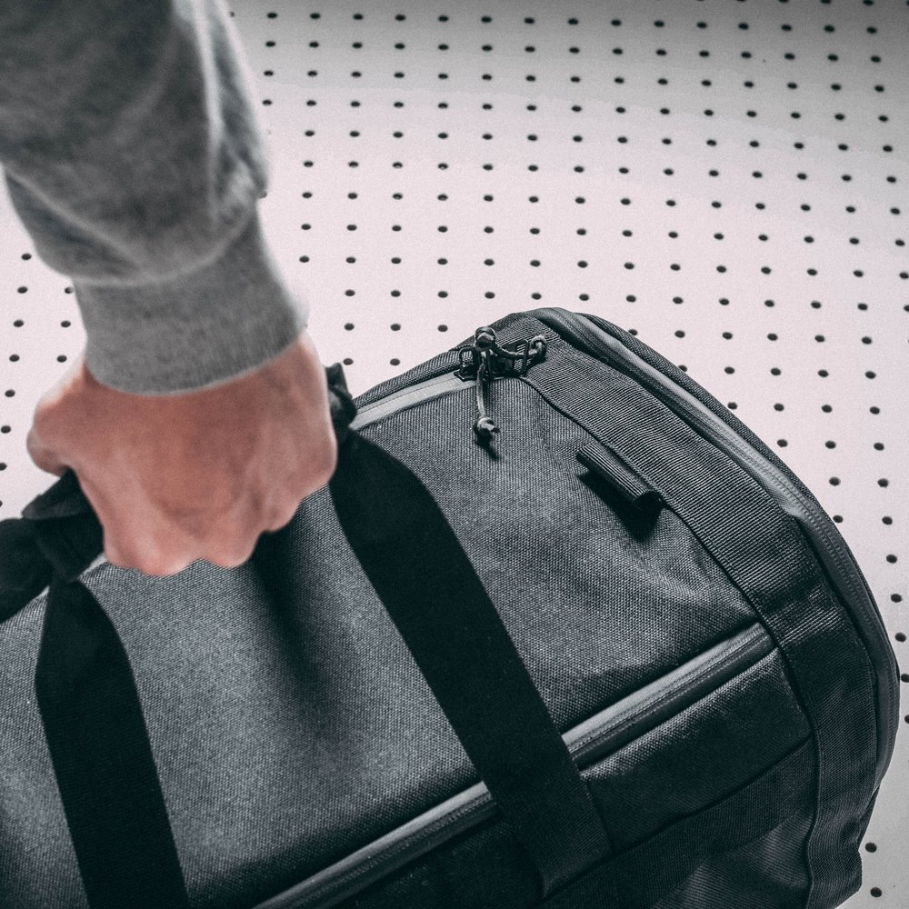 duffle-product-page-feature-detail-arm-angle-slideshow-min.jpg