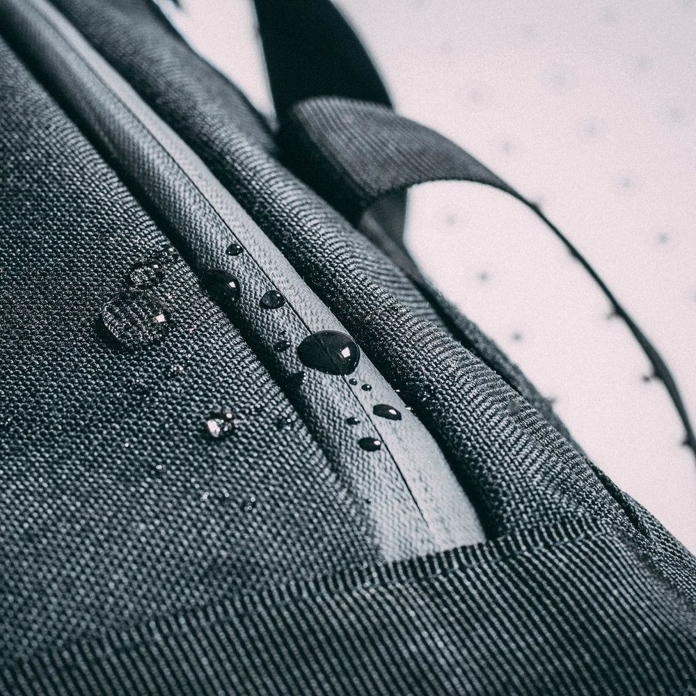 duffle-product-page-feature-detail-waterproof-slideshow-min.jpg