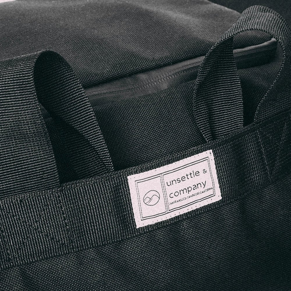 duffle-product-page-feature-detail-handle-tuck-slideshow-min.jpg