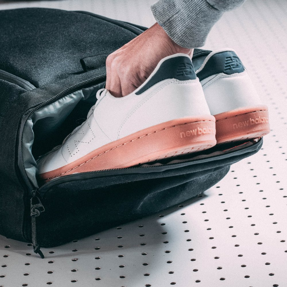 duffle-product-page-feature-detail-shoe-compartment-slideshow-min.jpg