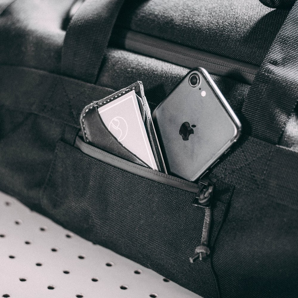 duffle-product-page-feature-detail-sidepocket-slideshow-min.jpg