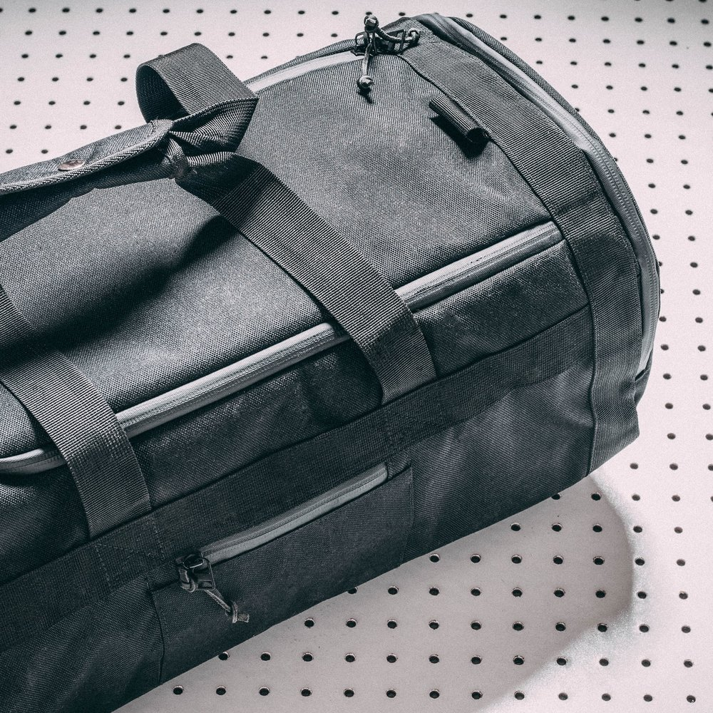 duffle-product-page-feature-detail-angle-slideshow-min.jpg