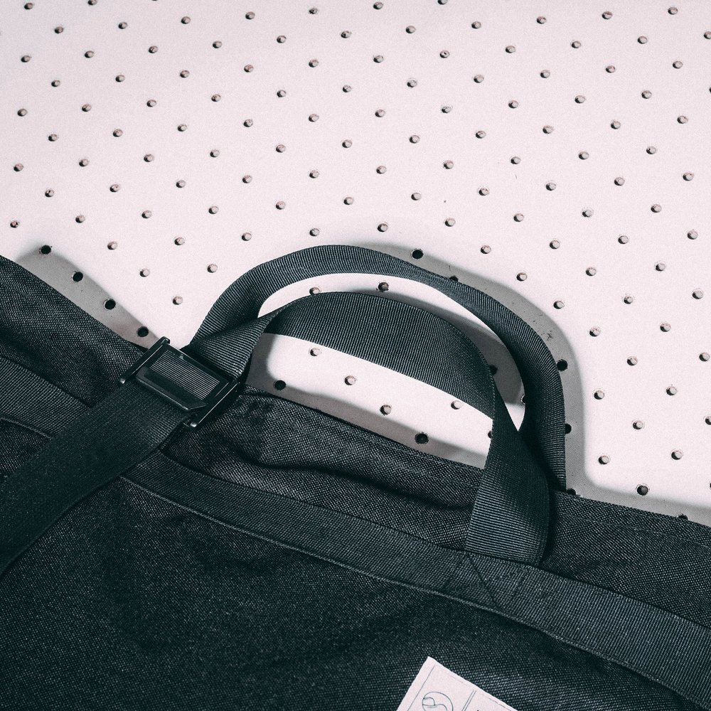 tote-product-page-feature-strap-3-slideshow-min.jpg