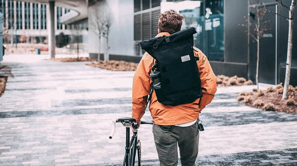 rolltop-product-page-lifestyle-nate-walking-slideshow-min.jpg
