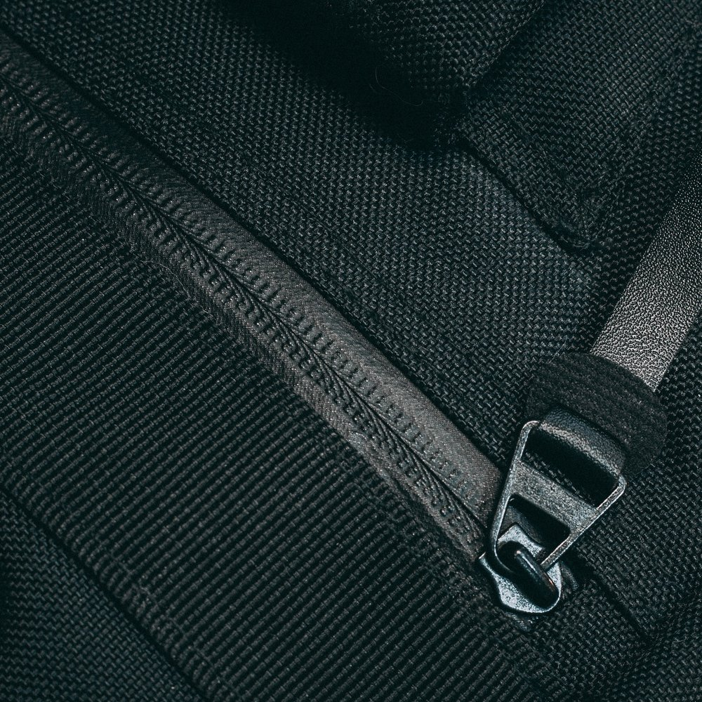 rolltop-product-page-feature-zipper-slideshow-min.jpg