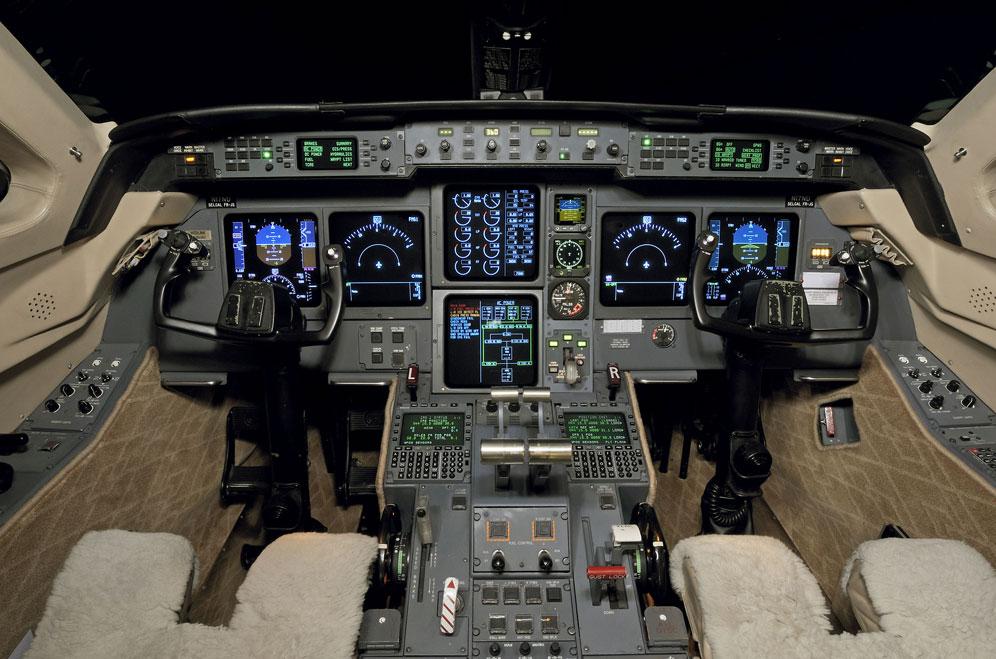 G-V SN 518 Cockpit.jpg