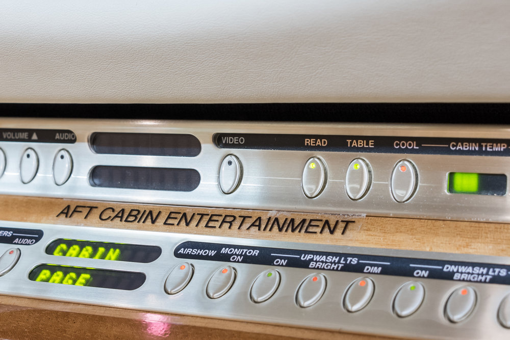 N90JE Aft Controls.jpg