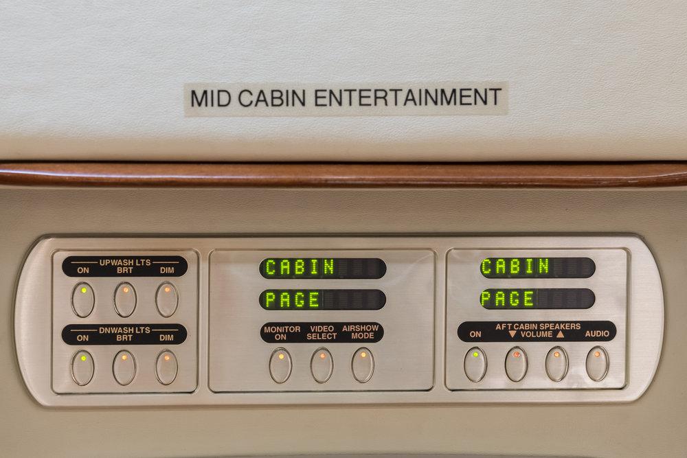 N90JE Mid Cabin Controls.jpg