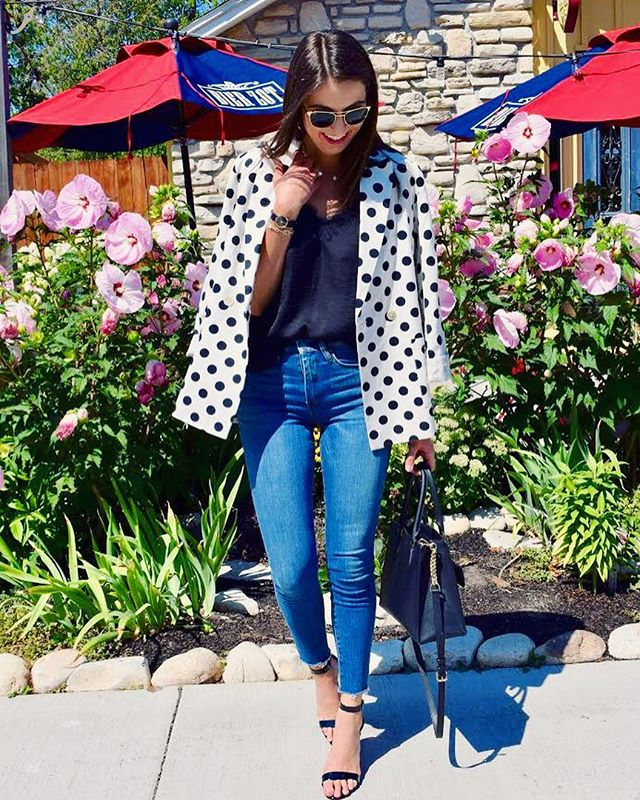 Loving the oversized blazer trend lately, and this polka dot number is on the blog today!..In other news, I'm finally feeling like I'm getting back into a routine after starting my new job, which also means I'll be trying my best to get new posts up weekly for you guys! What would you like to see on the blog? Drop a comment below ❤️ #stylesangria #ontheblog