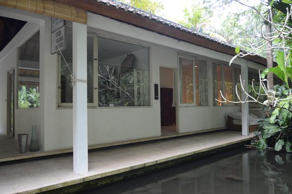 Banyon Room Outside