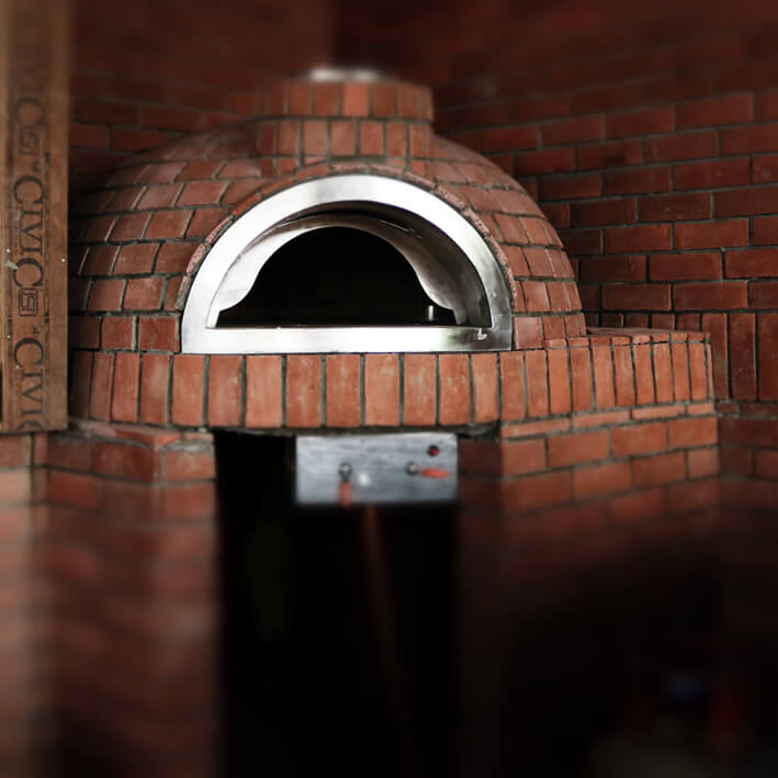 Fixed brick oven with gas burner system
