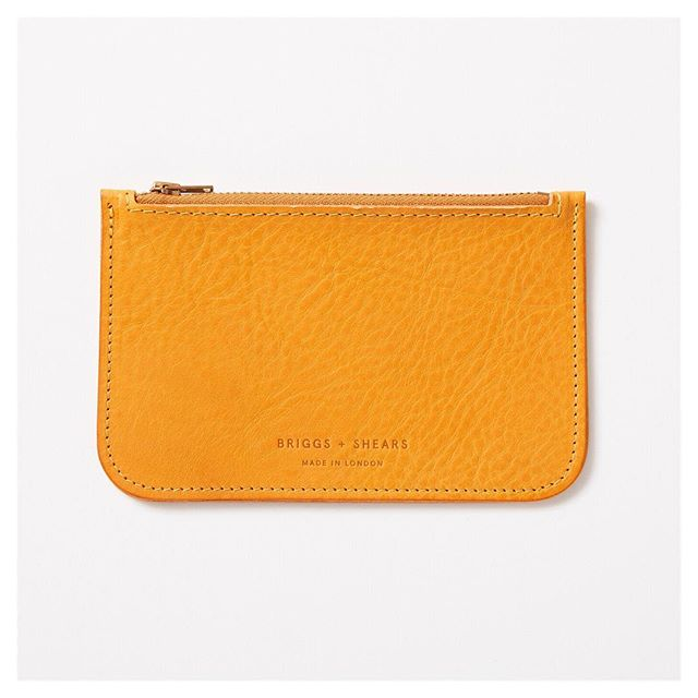 Loving these new mustard yellow zip purses in this amazing buttery Italian Leather. This new colour has been a really popular gift and there's still time to  place an order for Christmas. Make sure to place your order before 11.00 am tomorrow (Wednesday 20th).