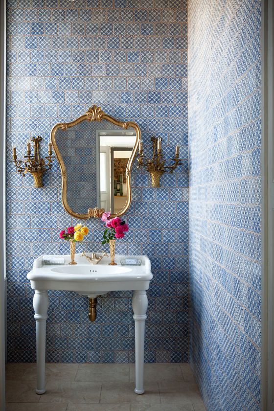 Marianne Coterie's to die for chintzy bathroom