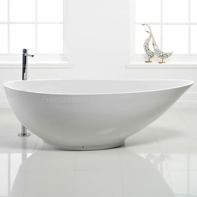 Stone resin Chelsea bath £1,250 www.runningbaths.co.uk