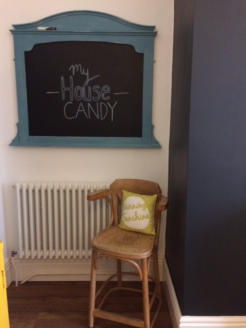 This blackboard used to be a mirror! I transformed it in a day with B&Qs Rustoleum chalk paint in Belgravia. I got a piece of plyboard cut to fit at the local DIY store and painted this with chalk paint. Simps.