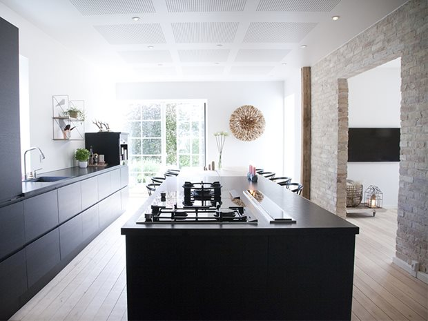 Black kitchen. Image from www.cocolapinedesign.com