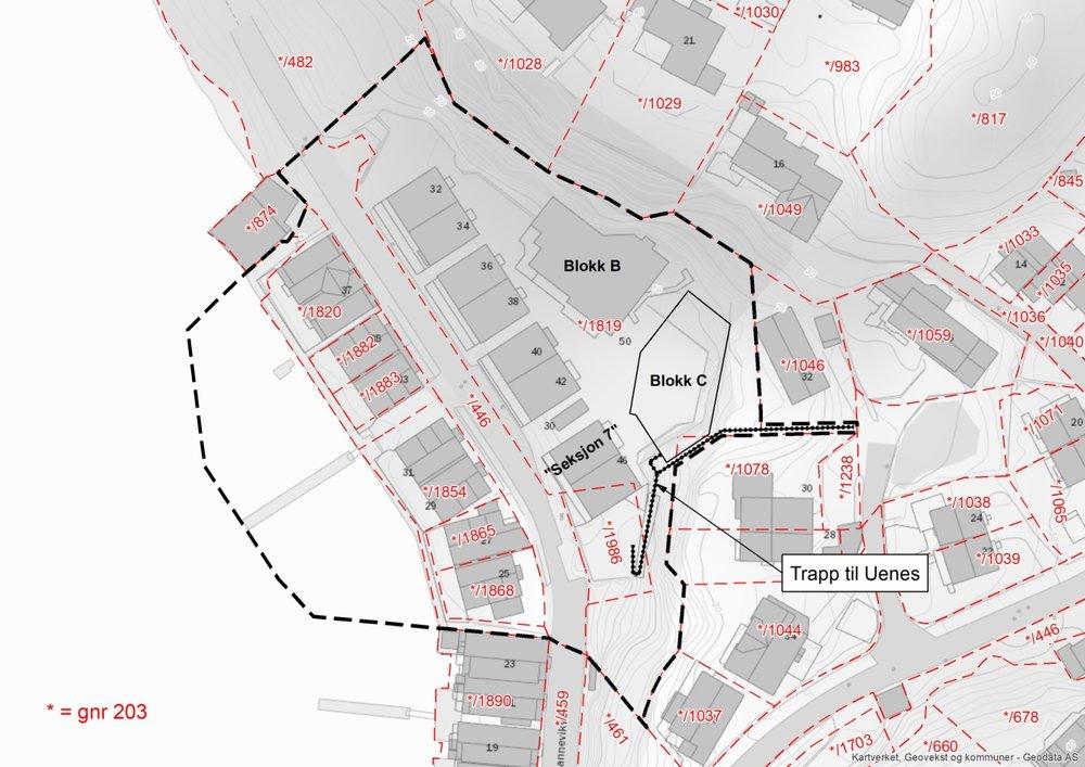 Fig 2: Ny plangrense (sort stiplet strek) vist med eiendommer og annen aktuell informasjon.