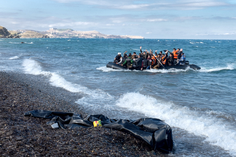 The rubber boat from Turkey to Lesbos(1200 Dollar)