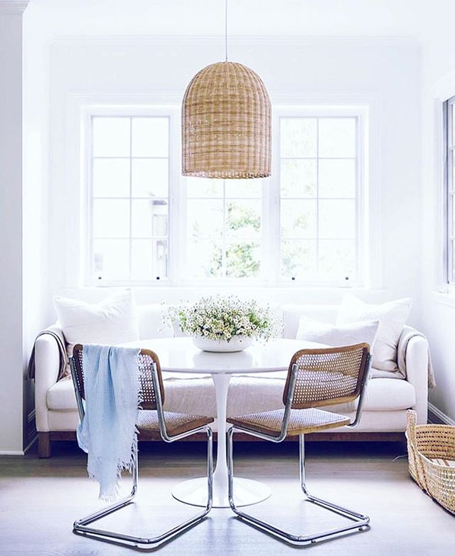 I'm obsessing over this for a few reasons... 1) LOVE that cane furniture is making a comeback. 2) LOVE how this just proves my point that there are no rules in design. Who said you can't use a sofa at a dining table?? WHO?? No one. // 📷 the genius @amberinteriors // #interiordesign #kitchen #dining